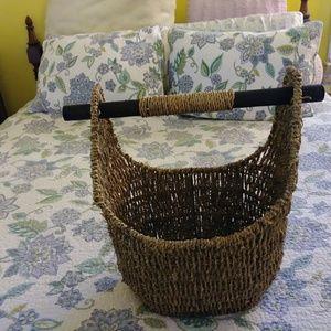 Medium sized wicker basket with handle